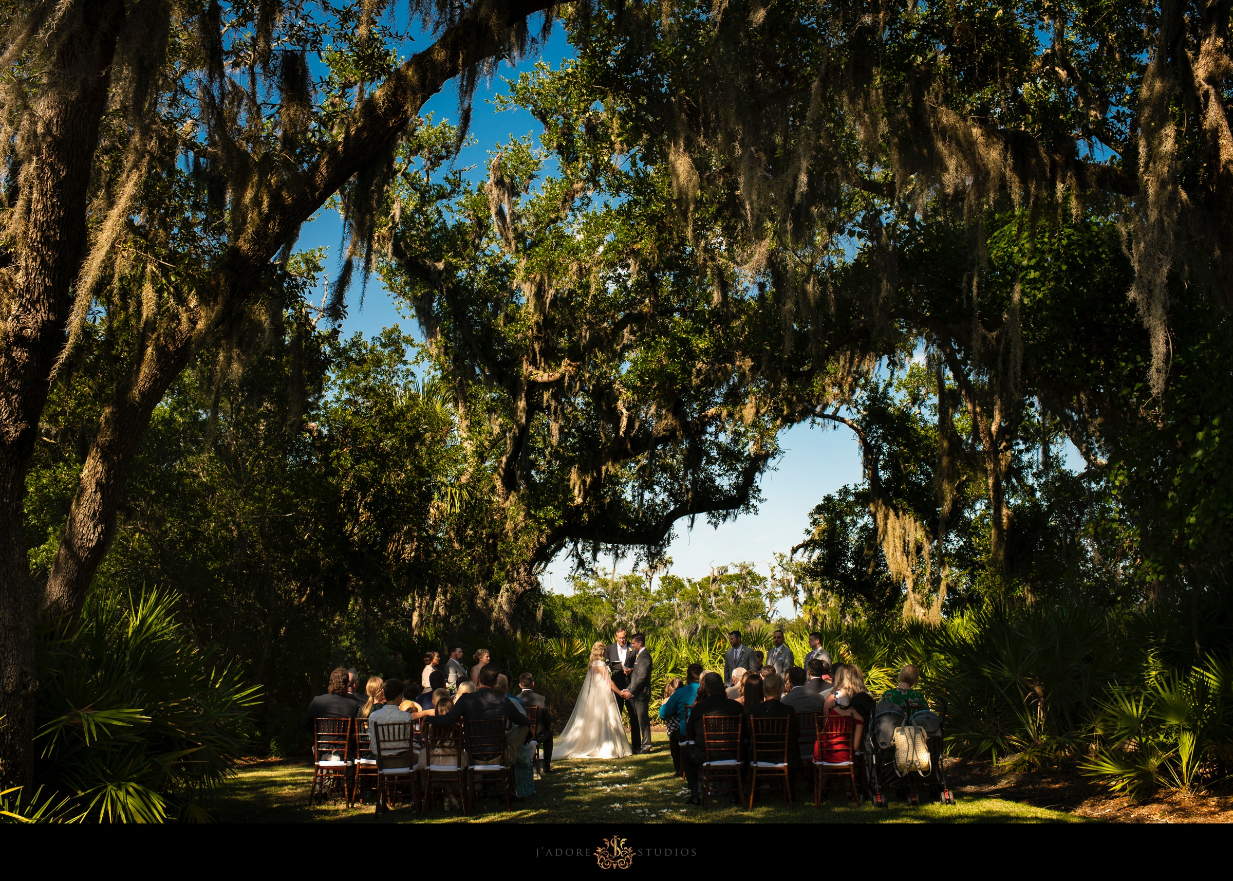Outdoor ceremony under mossy trees at Oyster Bay Yacht Club in Fernandina Beach Florida