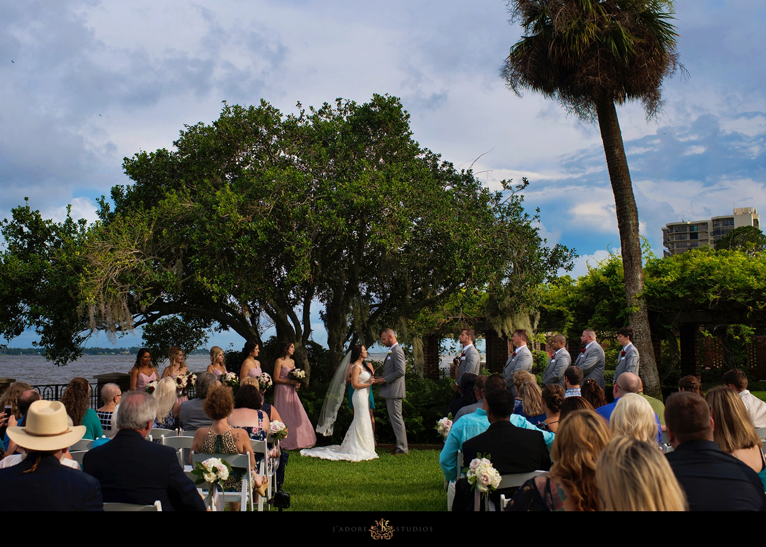 Couple saying vows in the gardens at the Cummer Museum in Jacksonville Florida