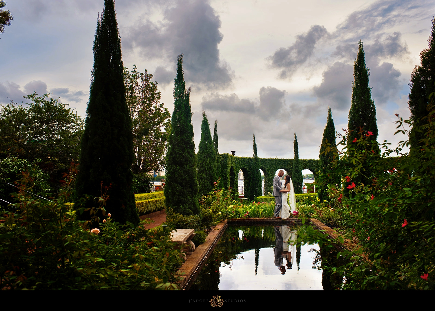 Sunset photo of couple in the gardens at the Cummer Museum
